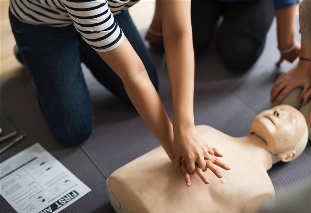 assistance-cardiac-arrest-class-1282317 (1000 x 686)